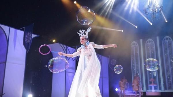 Ditambah atraksi bubbles yang bakal sangat disukai anak-anak. Pertunjukan ini dilengkapi dengan tata cahaya, serta aransemen musik yang atraktif. (dok. Trans Studio Bandung)