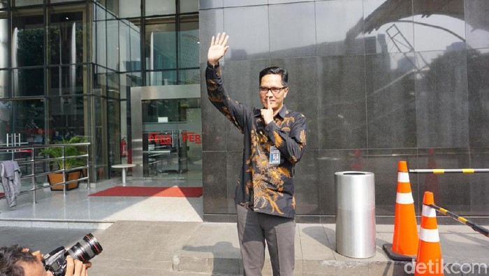 Kabiro Humas KPK Febri Diansyah melepas jabatan juru bicara KPK.