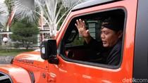 Dadah-dadah Naik Mobdin Rubicon, Bupati Karanganyar: Kendaraan Perang!
