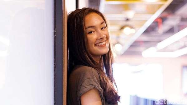 Murah Senyummu Itu Lo... Caitlin Halderman