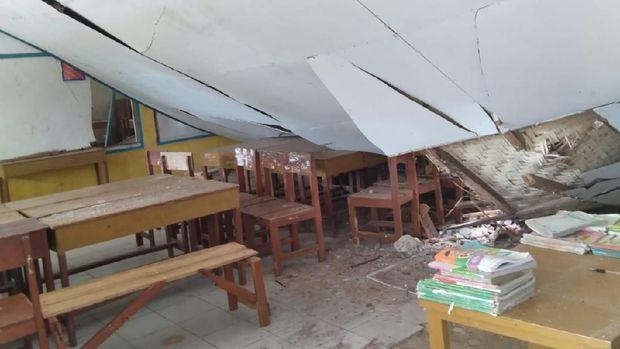 1 Ruang Kelas SD Roboh Akibat Gempa M 4,7 di Sukabumi