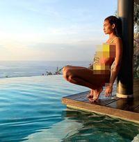 Liburan Model Seksi Victoria's Secret di Bali