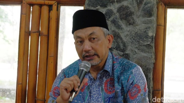 Anggota Komisi V DPR RI Ahmad Syaikhu tak setuju dibangun pintu keluar darurat di jalan tol layang Japek.