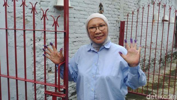 Ratna Sarumpaet menggelar konferensi pers di kediamannya usah bebas dari penjara.