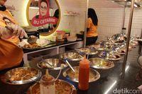 Pawon Kopi Bu Cetarrr: Lezatnya Cumi Kecombrang dan Bakso Berkaldu Gurih di Restoran Syahrini