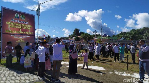 Warga di Simeulue Aceh Antusias ke Lokasi Pemantauan Gerhana Matahari Cincin