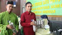 Pemuda Ini Bayar ONH dari Hasil 10 Tahun Nabung Recehan di Botol Bekas