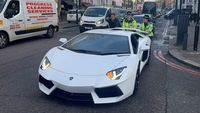 Lamborghini Mogok Didorong Polwan, Sopirnya Malu Diketawain Warga
