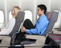 Sebelum Menurunkan Sandaran Kursi Pesawat, Please Lakukan Ini