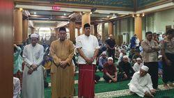 Wakil Wali Kota Bekasi Bersama Warga Salat Gerhana di Masjid Al-Barkah
