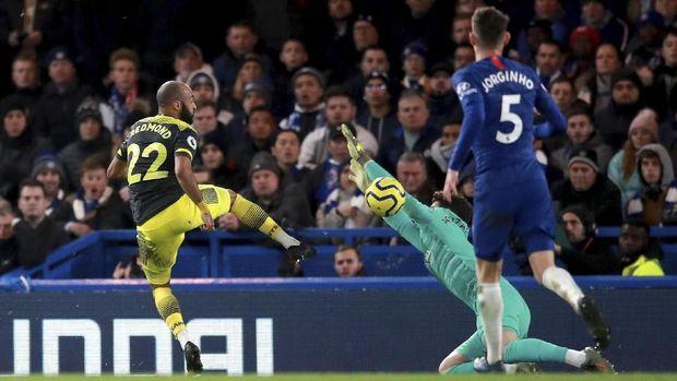 Nathan Redmond mencetak gol kedua Southamtpon ke gawang Chelsea. (