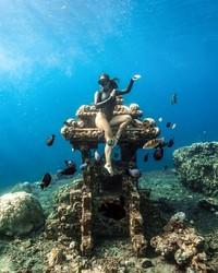 Ya, di balik sosoknya sebagai bintang film panas, Kissa adalah seorang Freediver. Dia sudah banyak menyelam di beberapa lokasi, dari Bali hingga Maldives pernah dia selami. (Instagram/@coyotelovesyou)