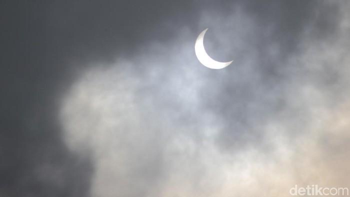 Gerhana Matahari Cincin Hanya Terlihat Beberapa Detik Di Lembang