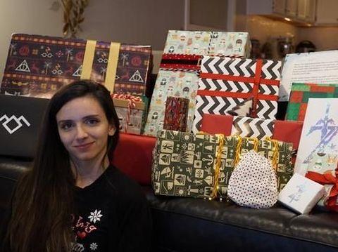Shelby bersama hadiah Natal dari Bill Gates