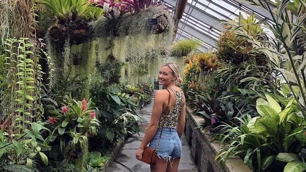 Keindahan Jardin Botanique de Montréal di Kanada juga menarik perhatian Sierra yang kini tengah menyelesaikan pendidikannya di Arizona State University. (Instagram/@sierrablaircoyl)