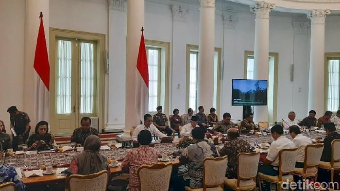 Jokowi saat ratas di Istana Bogor