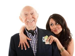 Seorang Wanita Dituduh Ingin Curi Uang Rp 13 M dengan Nikahi Pria 77 Tahun