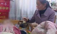 Jia rawat mantan suaminya yang lumpuh selama lebih dari 20 tahun