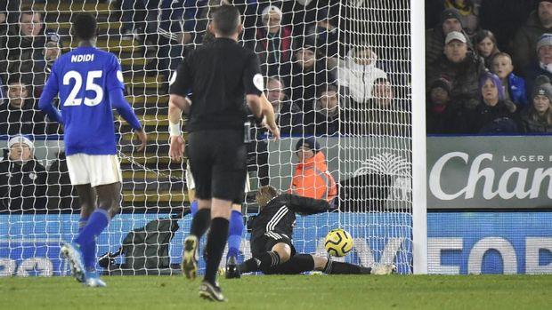 Proses gol pertama Liverpool ke gawang Leicester melalui sundulan Firmino. (