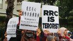 Potret Massa Bela Uighur Kepung Konjen China di Surabaya