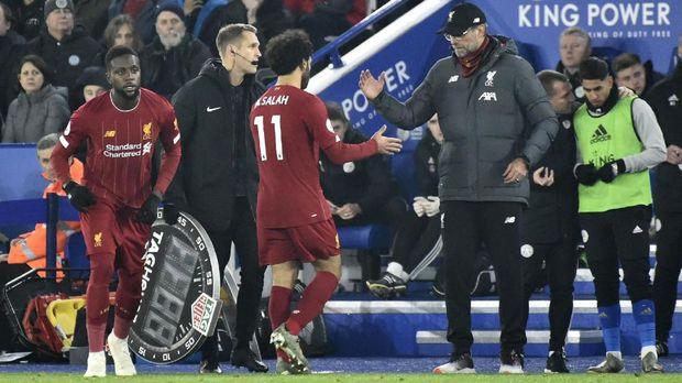 Mohamed Salah digantikan Divock Origi saat Liverpool mengalahkan Leicester City.