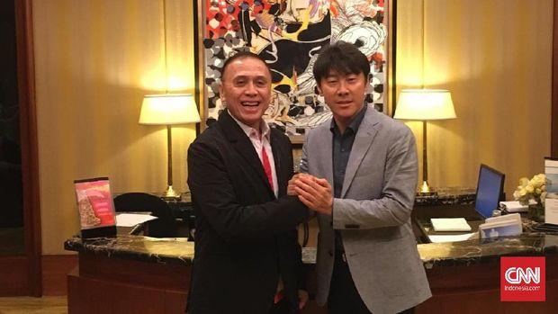 Shin Tae Yong akan diperkenalkan sebagai pelatih Timnas Indonesia di Stadion Pakansari.