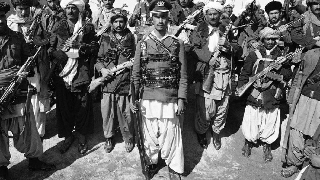 Kisah Dokter Inggris Tangkis Pedang Afghanistan dengan Kertas Majalah