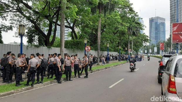 Ada 700 personel yang dikerahkan untuk mengamankan aksiAda 700 personel yang dikerahkan untuk mengamankan aksi (Yoki Alvetro/detikcom)