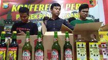 Polisi Sita Ratusan Botol Miras Ilegal di Makassar, 2 Pedagang Diciduk