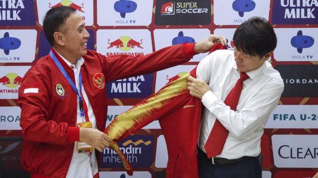 Shin Tae Yong Sosok Pelatih Timnas Indonesia yang Humoris