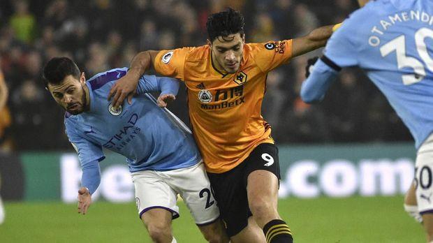 Raul Jimenez (tengah) top skor di Wolverhampton Wanderers. (