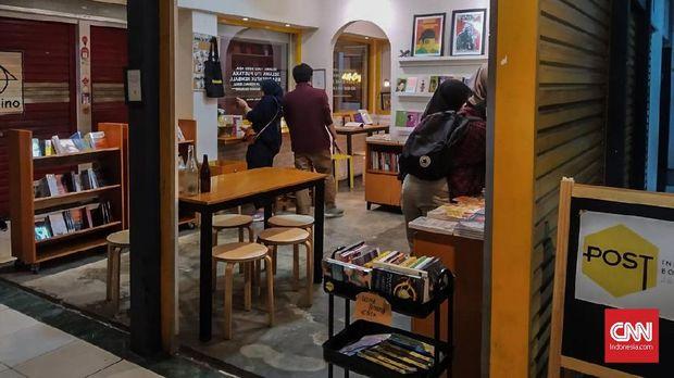 Pada Suatu Sabtu Kelabu di Pasar Santa Jakarta