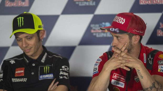 JEREZ DE LA FRONTERA, SPAIN - MAY 02: Andrea Dovizioso of Italy and Ducati Team (R) and Valentino Rossi of Italy and Yamaha Factory Racing look on during a press conference prior to the MotoGp of Spain at Circuito de Jerez on May 02, 2019 in Jerez de la Frontera, Spain. (Photo by Mirco Lazzari gp/Getty Images)