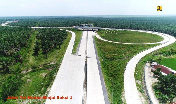 Jalan Tol Trans Sumatera sepanjang 2.974 Km, terdiri dari koridor utama 2.062 Km dan koridor pendukung 890 Km terus dikerjakan dan sebagian sudah rampung. Salah satu ruas tol yang mulai dibangun adalah Binjai - Langsa sepanjang 131 km yang merupakan bagian dari tol Trans Sumatera menghubungkan Aceh dan Sumatera Utara. Pool/Kementerian PUPR.