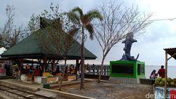 Kemunculan Hiu Tutul Masih jadi Primadona Pengunjung Pantai Bentar Probolinggo