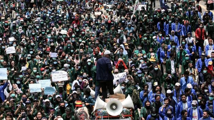 Kerusuhan pasca-Pilpres 2019, rasis berujung demo di Papua hingga rangkaian demo mahasiswa di DPR menjadi salah satu persoalan HAM terbesar di Indonesia di Tahun 2019.