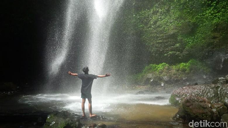 Di balik keindahan air terjun di Cianjur ini, ada pula kisah mistis yang melekat. (Foto: Ismet Selamet/detikcom)
