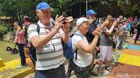 Bantimurung Curi Perhatian Turis Kapal Pesiar dari Australia