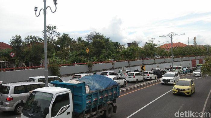 Foto: Kondisi Bali Dibanjiri Mobil dari Luar Kota (Khoirur Riza/detikcom)
