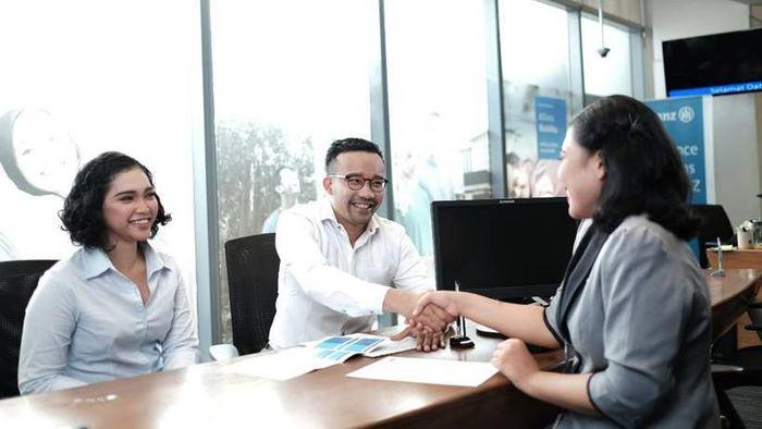 Menginjak usia yang semakin matang, PT Asuransi Allianz Utama Indonesia (Allianz Utama) terus meningkatkan layanan terbaik bagi para nasabahnya di seluruh Indonesia. Memasuki pasar asuransi Indonesia sejak 30 tahun lalu, kini Allianz Utama telah menjadi perusahaan asuransi umum yang menyediakan solusi asuransi umum komprehensif yang mencakup asuransi kendaraan, properti, perjalanan, dan masih banyak lagi.