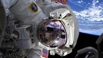 Ketika Astronot Selfie di Luar Angkasa