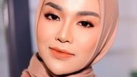 Medina melaporkan Irwansyah karena dituding menggelapkan uang Rp 2 miliar dari bisnis kue kekinian.Dok. Instagram/medinazein