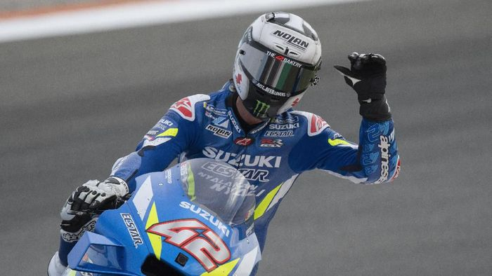 VALENCIA, SPAIN - NOVEMBER 17: Alex Rins of Spain and Team Suzuki ECSTAR  greets the fans during the MotoGP race during the MotoGP Of Valencia - Race at Ricardo Tormo Circuit on November 17, 2019 in Valencia, Spain. (Photo by Mirco Lazzari gp/Getty Images)
