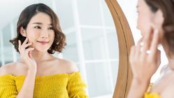 4 Cara Ampuh Atasi Wajah Berminyak dan Berjerawat