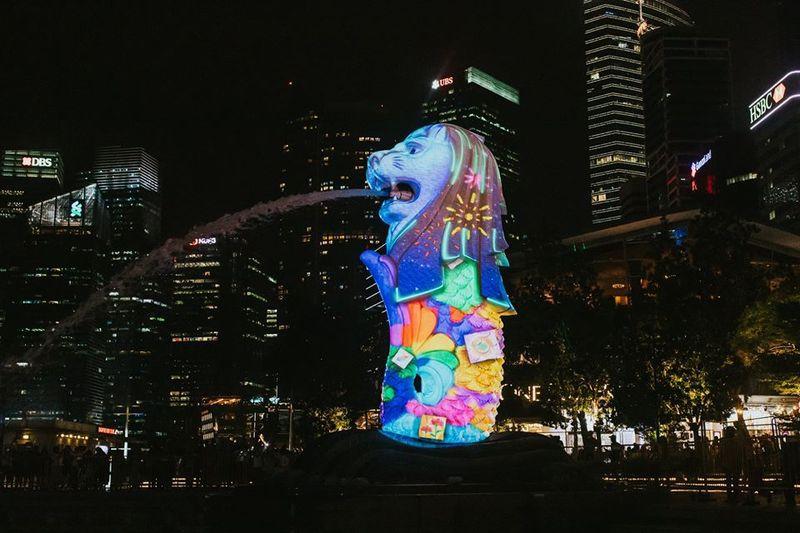 Proyeksi cahaya bergambar ini akan menghiasi sejumlah tempat di Singapura yaitu Merlion, ArtScience Museum, dan The Fullerton Hotel Singapore (Foto: Marina Bay Singapore/Facebook)