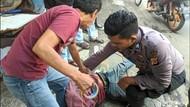 Aksi Polisi Lumpuhkan Pria Berpisau di Sukabumi