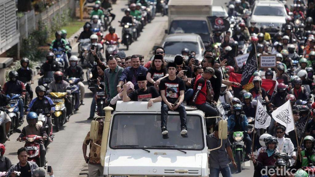 Unimog Ahmad Dhani, Konvoi Mobil Pakai Sirine di Bromo