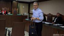 Hakim Cecar Sekjen KKP soal Longgarnya Pengawasan Izin Impor Ikan