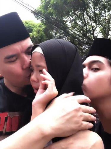 Shafeea Nangis Dipeluk Ahmad Dhani, Al Ghazali Cium Sang Adik