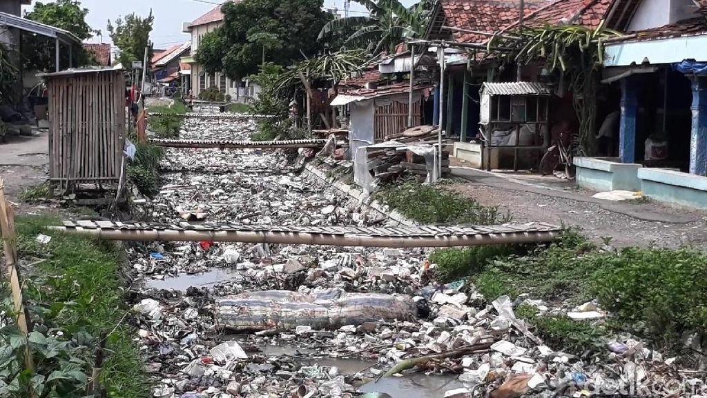 Kiriman Sampah Jadi Kado Akhir Tahun Warga Kupu di Brebes